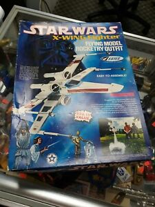 1977 Estes flying model rocket Star Wars T-65 X-wing Fighter Outfit #1422