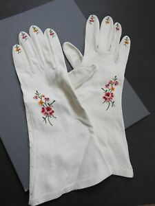 VINTAGE LADIES GLOVES embroidered florals on creamy white DOE OR KID LEATHER