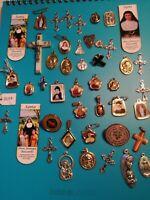 Arte sacra lotto 45 medaglie croci ed immagini religiose santi beati