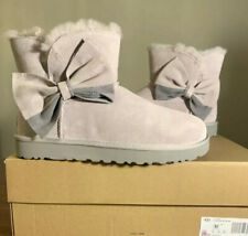 UGG CLASSIC MINI TWO-TOWN BOW SIZE 11 FEATHER WOMAN BOOT (EXCLUSIVE STYLE) NEW