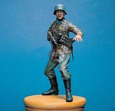 """Legend 1/16 """"Halt"""" German Waffen-SS Soldier with MP 40 Stop Gesture WWII LF1607"""