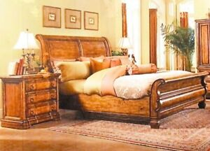 Thomasville Sleigh bed with night stands