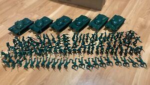 ARMY MEN Dark Green Soldiers, Tanks 1:32  106 pieces