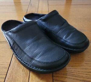 Clarks Mens Black Leather Slip On Casual Back Door Slipper Shoes - UK Size 8G.