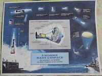 Ancien Document Illustrant l'Homme dans l'Espace Capsule Spatiale Fusée 1970