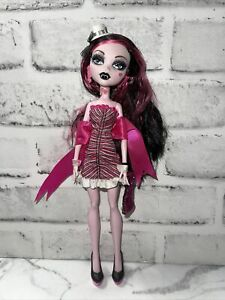 Draculaura Dawn of the Dance Monster High Doll - Hat, Cuffs, Collar, Purse