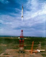 GUS GRISSOM LIFTS OFF IN LIBERTY BELL 7 MERCURY MR-4 - 8X10 NASA PHOTO (AA-556)