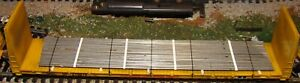 HO Scale Roundhouse Union Pacific 60' bulkhead flatcar with steel rods load