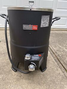 Char-Broil The Big Easy TRU-Infrared Oil-Less Turkey Fryer. Used Only Once.
