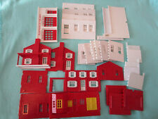 LOT PLASTICVILLE O SCALE RED & WHITE PARTS-HOUSE, FIRESTATION OTHER