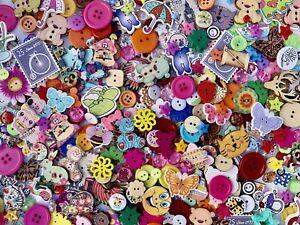 50 MIXED BUTTONS 🧵 WOOD RESIN WHOLESALE BUNDLE JOBLOT ART CRAFTS SEW TOYS CARDS