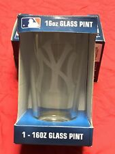 NEW YORK YANKEES COMMEMORATIVE 16 OUNCE BEVERAGE GLASS