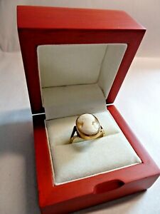 Boxed 9ct gold cameo ring size P Hallmarked