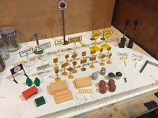 PARTS, O / HO SCALE PLASTICVILLE PARTS AND PIECES SIGNS POLES PEOPLE ETC.