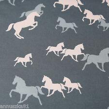 Baumwolljersey PONYS Pferde Rosa Grau auf Mittelgrau Ponies Jersey Stoffe Kinder