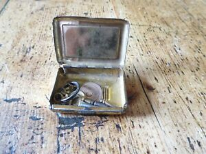 Vintage Vesta tin containing three pocket watch  keys (PM)
