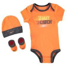 Nike Baby Jungen Boys Set Bodysuit Cap Socken Schuhe 0 - 6 Monate Orange Schwarz