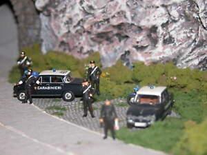 Preiser/Brekina HO 1:87 Set per Scena posto blocco Carabinieri con auto e moto