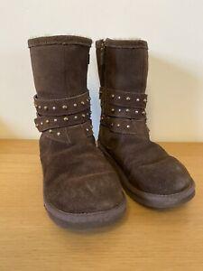 Girls / Ladies Ugg Boots Clovis Brown size 2 Fur Lining Zip Close Stud Detail