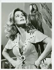 PRISCILLA PRESLEY AND PARROT THOSE AMAZING ANIMALS ORIGINAL 1981 ABC TV PHOTO