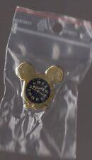 Pin's disney / montre Mickey (signé disney - Arthus Bertrand Paris)
