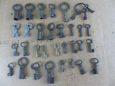 Lot de 33 anciennes clés clefs cadenas coffre longueur 2,5 cm a 5,5 cm lot 14