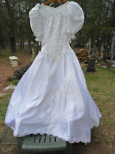 Wedding dress Vintage White satiny - Sz 9/10 Petite  VERY NICE CONDITION-REDUCED