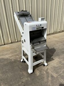 2013 Oliver Gravity Feed Bakery Bread Slicer 797-32NC  & Bagger
