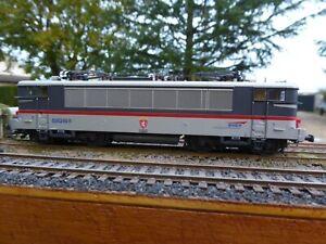 Locomotive électrique bicourant SNCF type 25250R de Roco ref 63549 HO