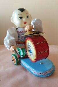 Vtg Drumming boy tin toy ,very good condition No wind-up key MD IN China 50-60S