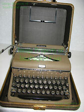 Vintage ROYAL Quiet De Luxe Portable Typewriter in Case Glass Keys Work NICE RQD
