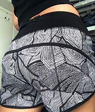 Lululemon White and Black run Speed Lined workout womens shorts size 4