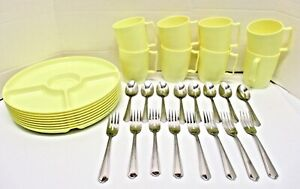 VINTAGE HAWKEYE PICNIC DISHES YELLOW BURLINGTON BASKET CO COMPLETE SERVICE FOR 8