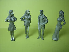 4  FIGURINES  1/43   SET 160  GEORGES  CLOONEY  GIRLS   VROOM  1/43  A  PEINDRE