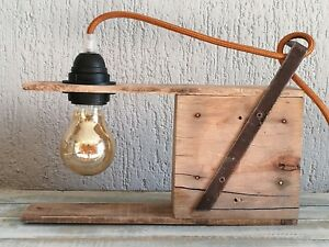 """Lampada """" jimi 22/12"""" in legno riciclato ideale per scrivanie tavoli e comodini."""