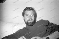 Portrait-strip-Posing-cute Bart-beard-sexy-Nude-Man-Boy-Bett-bed-2