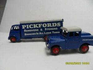 """DINKY TOYS - 514 GUY VAN and 255 LAND ROVER in """"PICKFORDS"""" livery (Code 3)"""