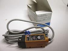 Détecteur photoélectrique E3S-X3CE4 OMRON (sans support)