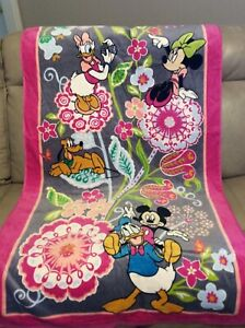 "Vera Bradley Disney beach towel in Mickey and Friends NWOT 33"" x 66"""
