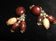 Vintage Élégant clip on earrings gold tone Dangle Haricots Marron Crème Hongkong