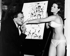 RAQUEL WELCH AND SALVADOR DALI - 8X10 PUBLICITY PHOTO (CC821)