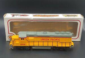 BACHMANN HO SCALE DD40X DIESEL LOCOMOTIVE.--Union Pacific- 866
