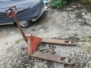 Pallet lift trolley