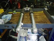 HONDA XR 200 R 1999 front forks/axle l have more parts for this bike/others