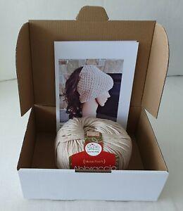 Knitting kit - Moss stitch ponytail beanie - Wendy pattern and Abbraccio yarn