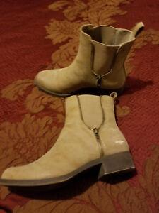 Rocket Dog Beige Pull On Ankle Women's Boot Size 7.5