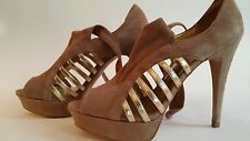"""B BAKERS """"Kelli"""" Taupe Suede w/ Gold Straps Open Toe Platform Heels Size 7.5 M"""