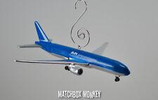 Boeing 777 -200 Airplane Custom Christmas Ornament 1/400 International Aircraft