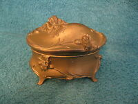 Cast White Metal Trinket Box/Weidlich Brothers Mfg. Co. (item# S629)