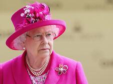 Queen Elizabeth II 10 x 8 UNSIGNED photo - P1013